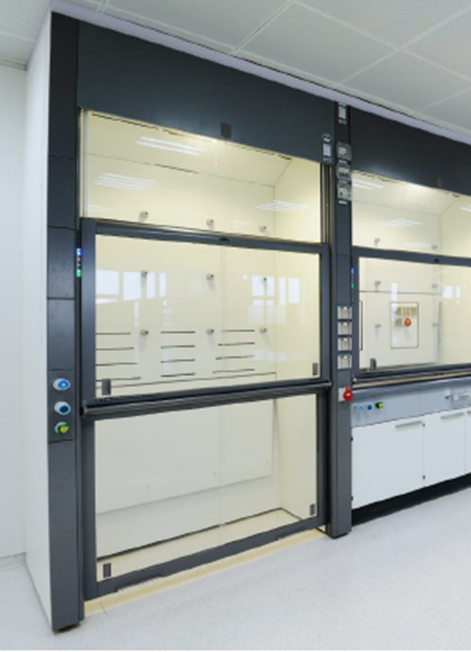 Walk-in fume cupboard with side installation